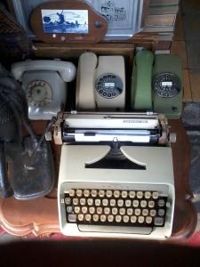 Telpon dan Mesin Tik